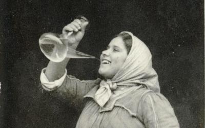 El primer concurs de beure vi en porró de la Ràpita se celebrarà en motiu d'Orígens
